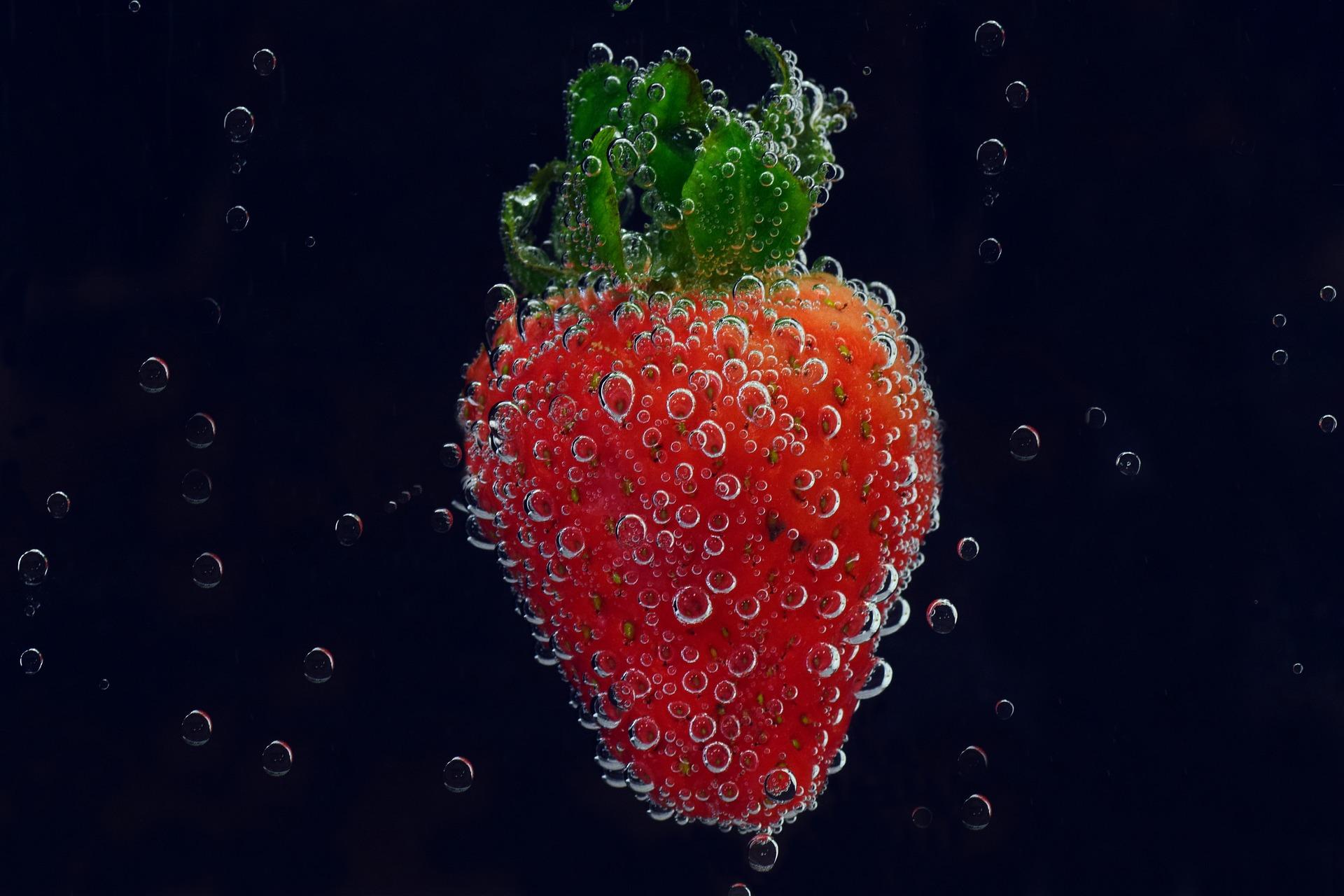 strawberry-3317983_1920